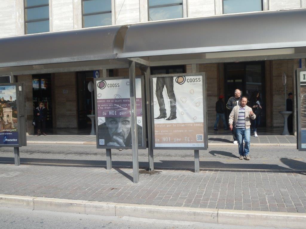 La cooperativa cooss comunica i propri servizi con il for Arredo urbano ancona