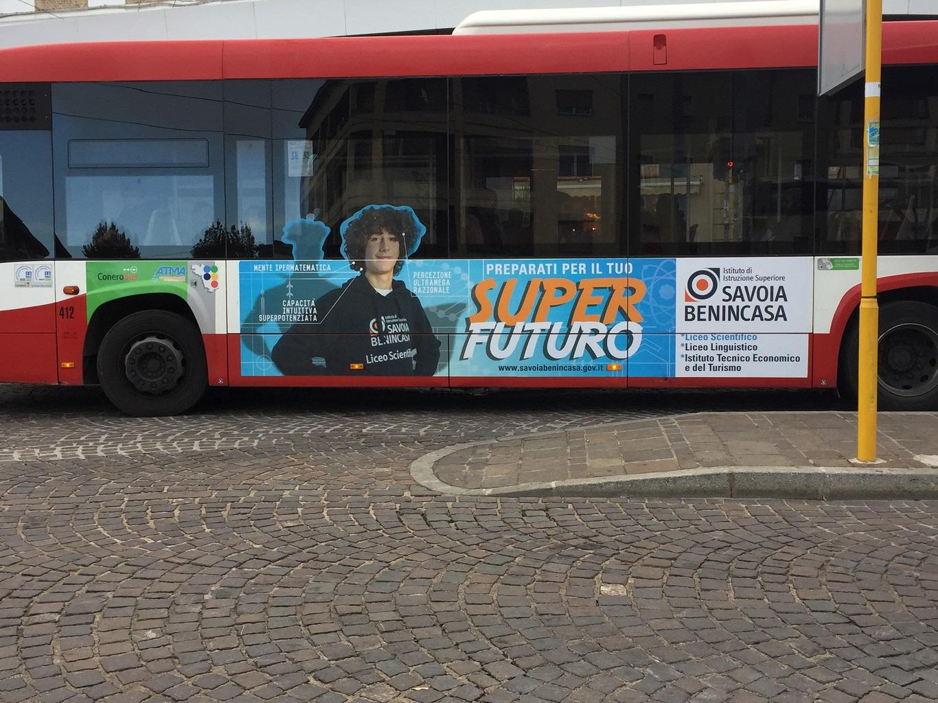 pubblicità con adesiva negli autobus