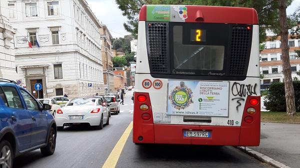 pubblicità negli autobus della regione <Marche