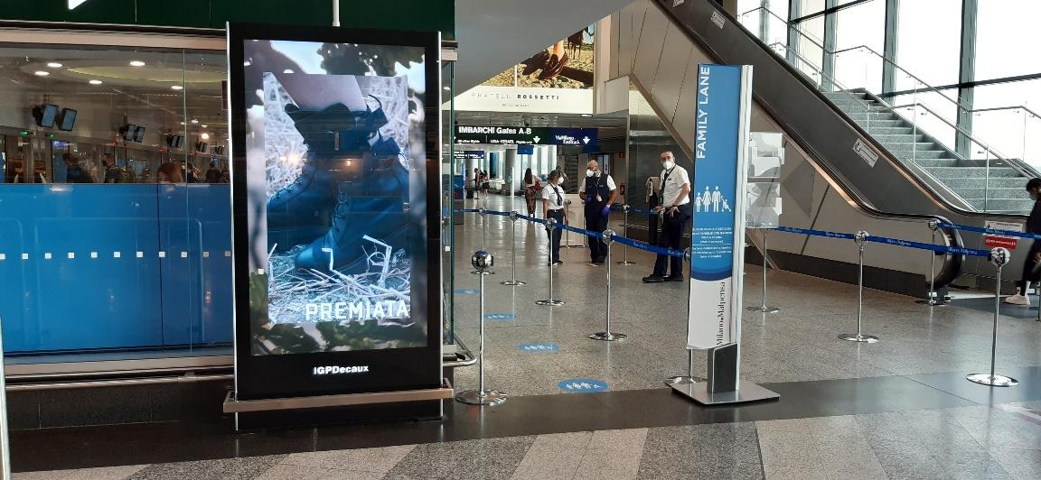 libenzi per pubblicità in aeroporto