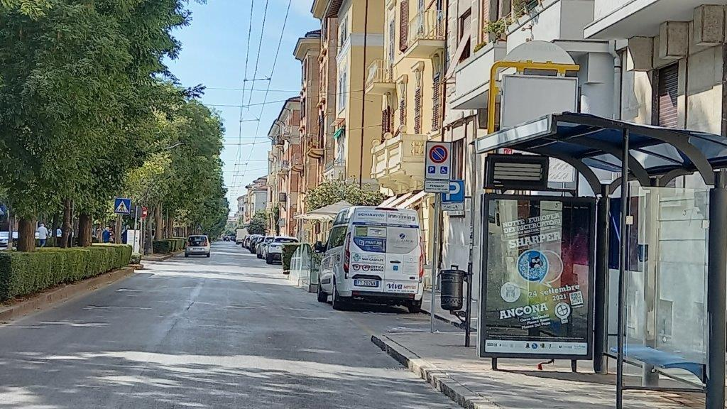 pubblicita ancona estrena outdoor autobus pensiline libenzi igp